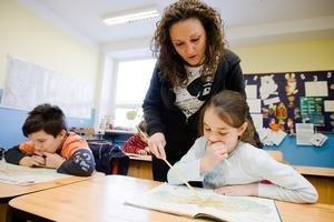 Katarína Némethová učí žiakov s poruchami sústredenia.  Problémy môžu mať aj niektoré deti s celiakiou či s cukrovkou.
