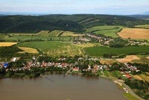 Malá obec Slovenská Kajňa.
