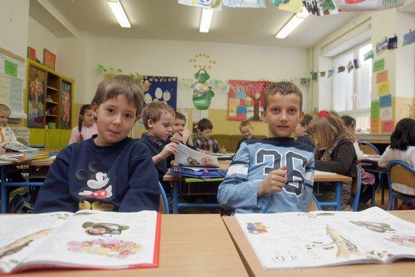 Deti opäť zasadli do školských lavíc.