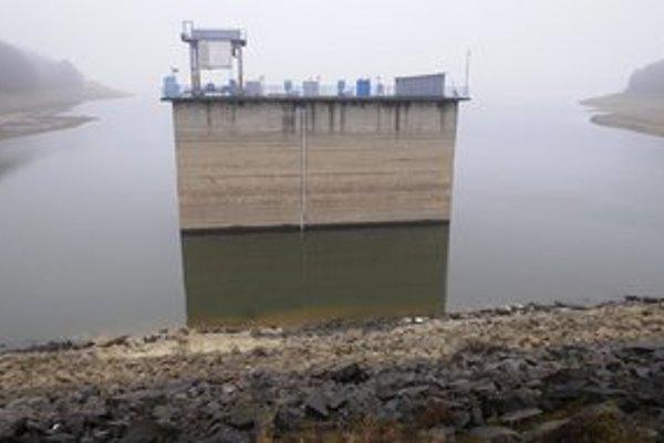 Situácia na hrádzi Domaše v januári. Dnes je už vody viac.