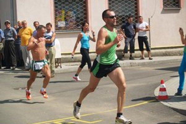 Riaditeľ súťaže Michal Ivančo okrem organizátorských povinností stihol aj vybehnúť na trať.