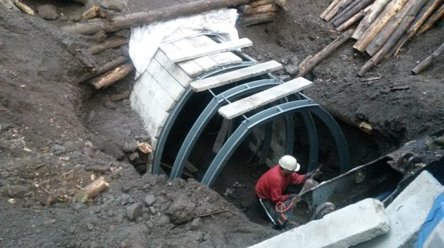 Nedávne práce v tuneli.