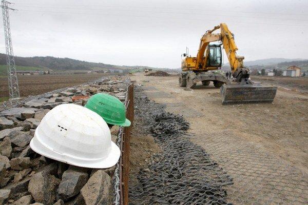 Miliarda by stačila na výstavbu 104 km diaľnic za štandardnú cenu.