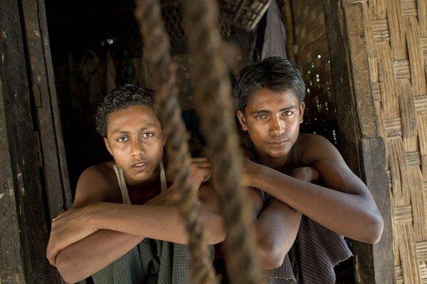 Sadik Hussein a Noor Alam po tom, ako sa im podarilo utiecť z pašeráckej lode domov.