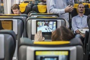Nové linky prinášajú novšie vagóny, viac pohodlia a širšie služby pre cestujúcich. Do vlakov by ich rady prilákali aj tých, ktorí nimi zatiaľ necestovali.