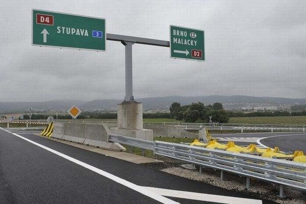 Diaľnica D2 za Bratislavou bude zatiaľ spoplatnená bez výnimky.