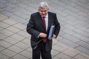 Minister Jahnátek chce, aby reťazce posielali týždenné výkazy na dobrovoľnej báze.