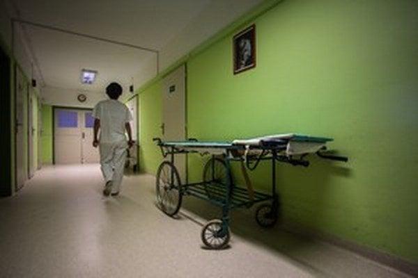 Nemocnice vlani zaplatili za mzdy viac ako rok predtým.