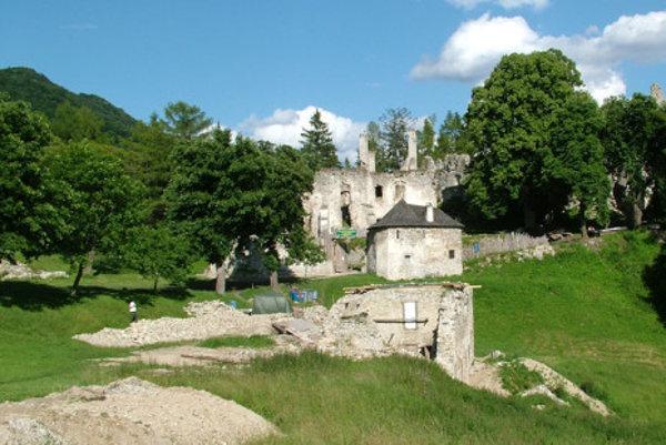 Sklabinský hrad.