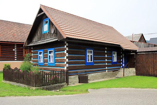Osturňa je dodnes fungujúca podhorská dedina.