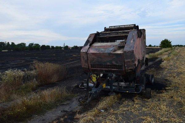 Požiar balíkovača slamy, spôsobila ho technická porucha.