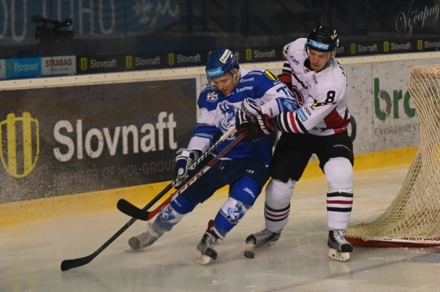 Fredrik Sandgren (vpravo) bol v uplynulej sezóne štvrtým najproduktívnejším obrancom.