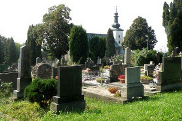 Málo miest na pochovávanie by mali riešiť aj urnové steny.