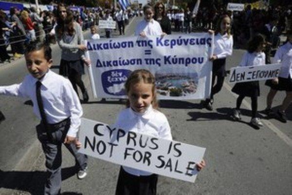 Do cyperských ulíc vyšli žiaci aj študenti.