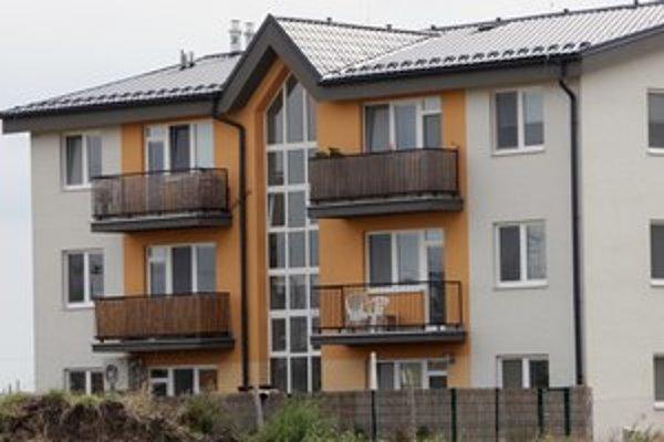 V iných krajinách si na byty požičiavajú viac.