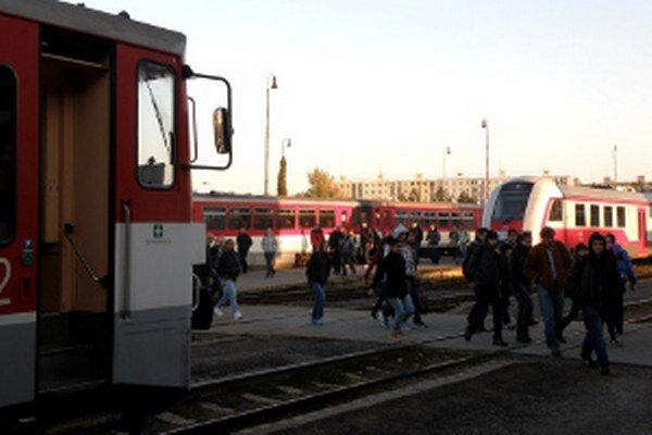 Pre dôchodcov a študentov budú vlaky zadarmo.