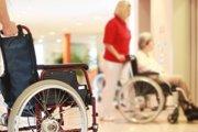 Imobilným pacientom domáce ošetrovanie hradí poisťovňa. Predpisuje ho lekár.