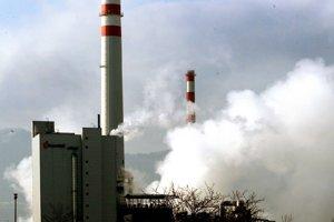 Ak chcú ružomberské papierne peniaze od štátu, nemajú znečistovať ovzdušie, žiadajú Ružomberčania.