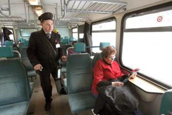 Ženy, ktoré vlakom cestujú samy a zriedka, môžu mať vo vlaku špeciálny prístup.