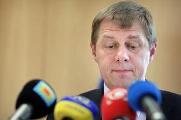 Miroslav Mikulčík bol poradcom ministra financií Ivana Mikloša.