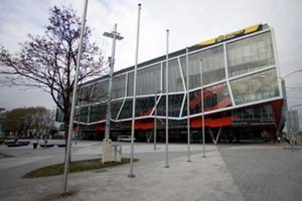 Najvyšší kontrolný úrad nevie reálne posúdiť, o koľko lacnejšie sa dal štadión postaviť.
