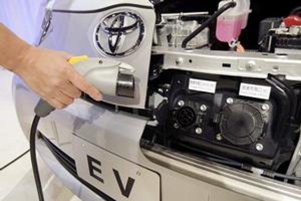 Priaznivci aj odporcovia elektromobilov v prieskume GfK zhodne tvrdili, že by sa batéria mala dať dobíjať aj cez bežnú elektrickú zástrčku v domácnosti.