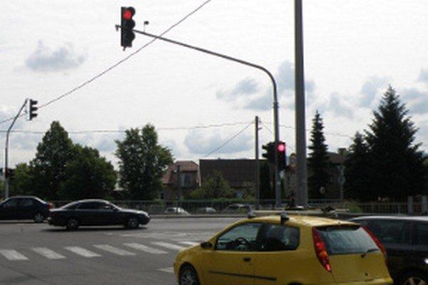 Semafory na novej križovatke svietia v sobotu do 19.30 h.