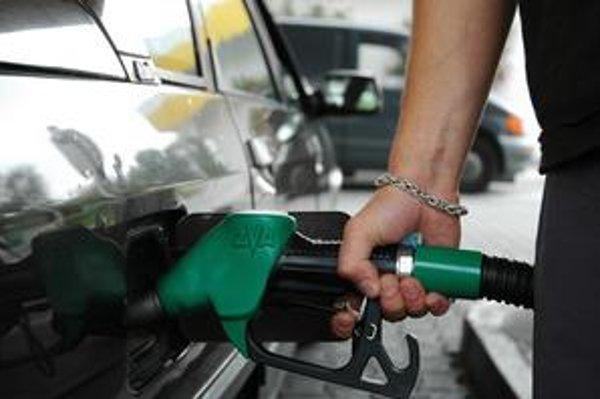 Predaj benzínu klesol.