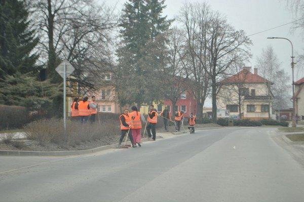Upratovanie. V Starej Ľubovni sa začína od stredy.