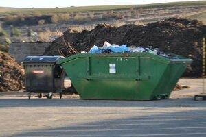 Kontajnery. Bioodpad z nich zvážali do kompostárne.