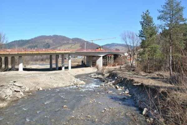 Most v Mníšku. O jeho názve zatiaľ kompetentní nerozhodovali.