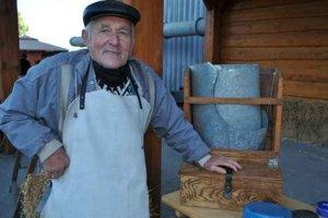 Ján Juraško. Vyše osemdesiatročný muž spomína na minulosť.