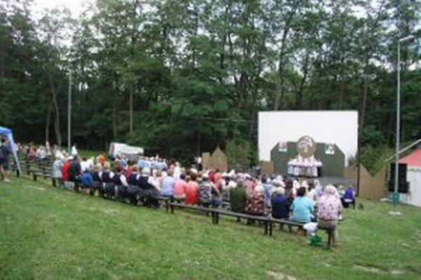 Amfiteáter v lesoparku už ako letné kino nefunguje, využíva sa na kultúrne akcie.