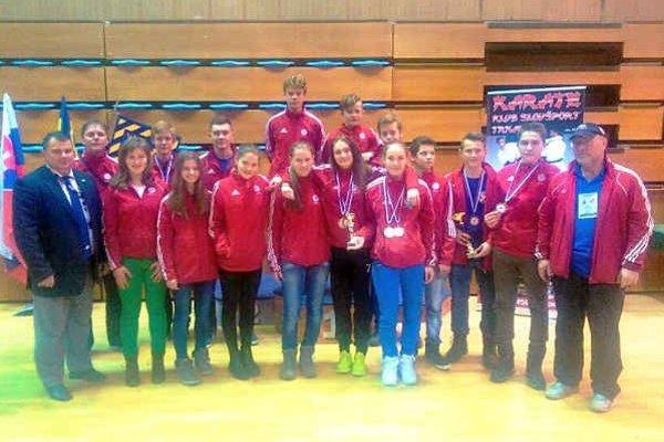 Karatisti ŠKM. Z Trnavy si priviezli šesť medailí.