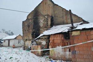 Zhorenisko. V dome bývalo asi štyridsať ľudí, najmä deti.