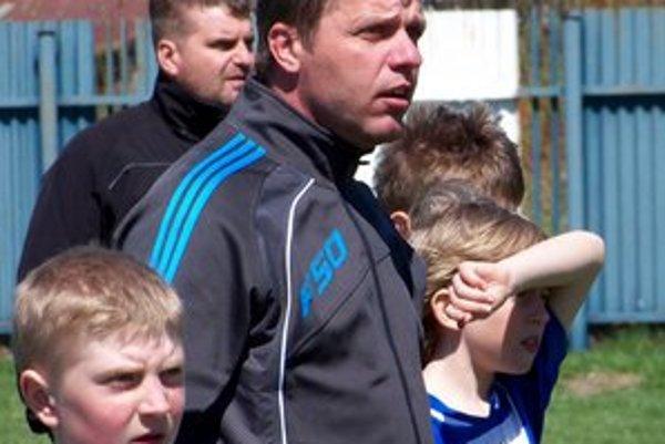 Dlhoročný mládežnícky tréner Junošportu. Miroslav Furtkevič je pre koučing afutbalovú činnosť zanietený celým srdcom.