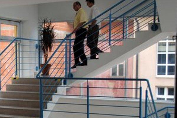 Budova úradu. Na najvyššom poschodí zavedú klimatizačné zariadenia za 15-tisíc eur.
