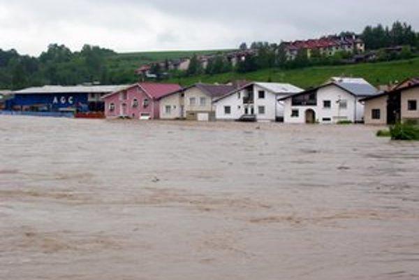 Mýtna ulica. V Starej Ľubovni ju v roku 2010 zaliala voda z Popradu.