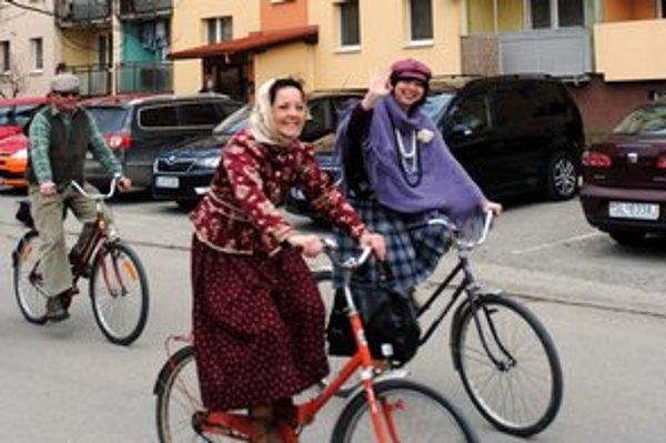 Retro jazda. Účastníci si ju na bicykloch užívali.