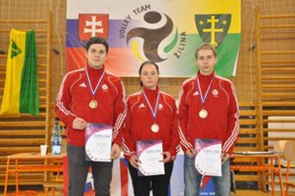 Na majstrovstvách SR v Žiline. Obsadili skúsení pretekári ŠKM-KK Stará Ľubovňa Adam Vorobeľ, Zuzana Bukovinová a Jakub Kaleta (v rade zľava) 3. miesta.