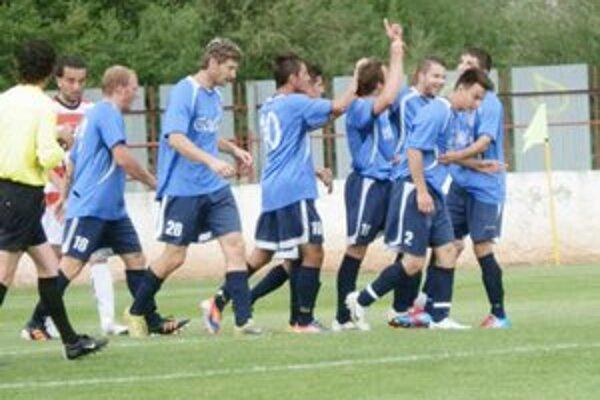 Po druhom góle Nemerguta. Mladý tím sa skvele naštartoval k dôležitému víťazstvu.