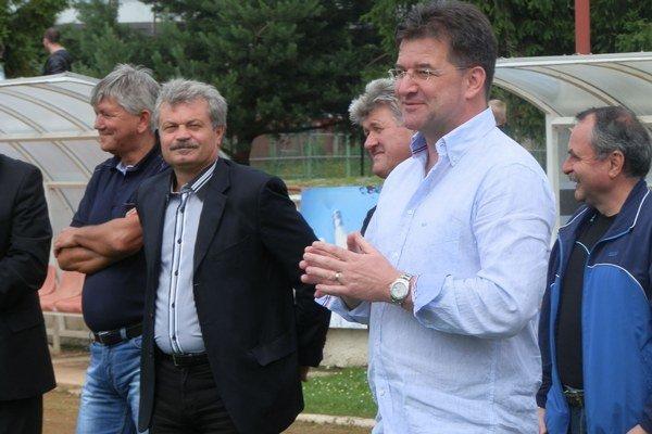Miroslav Lajčák. Minister zavítal po roku znova do svojho rodného kraja a ocenil výkony futbalových internacionálov.