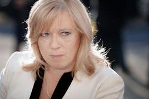 Premiérka Iveta Radičová teraz čaká na vysvetlenie problematických tendrov od Úradupre verejné obstarávanie.