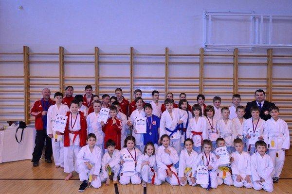 Na súťaži Tatranskej únie karate. Zverenci Adama Vorobeľa v Spišskej Novej Vsi potešili.