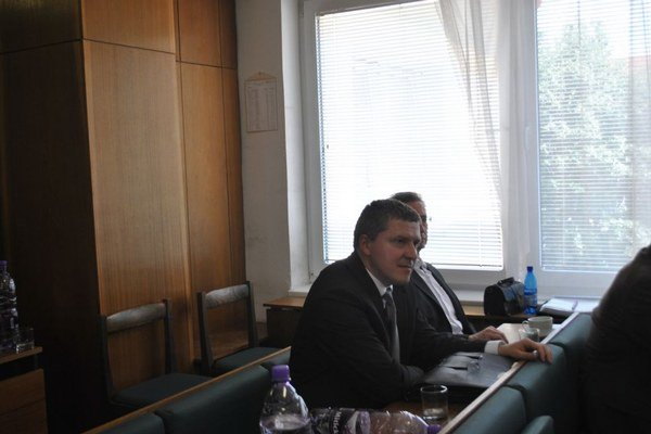 Rudolf Bazelides a Ján Šidlovský. Do druhého kola postúpili dvaja kandidáti.