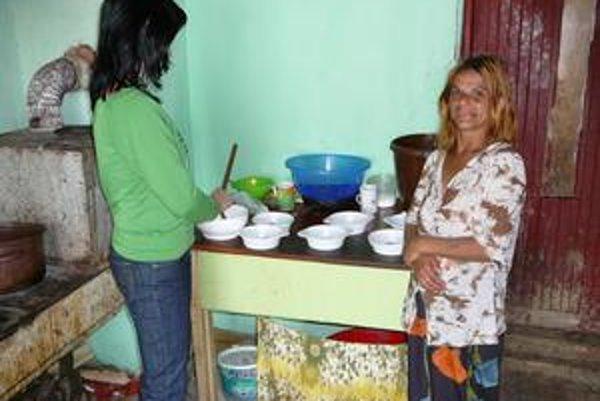 Sociálne pracovníčky sa snažia Rómov čo najviac prepojiť sostatnou spoločnosťou.