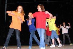 Moderné tance ukázali deti z CVČ.