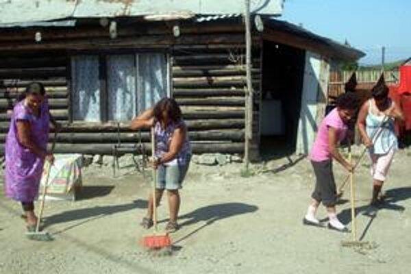 Upratovanie. Najproblematickejšie je to s upratovaním osady.