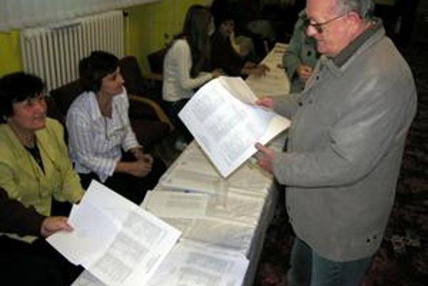 Krajské voľby. Účasť v okrese presiahla slovenský priemer. Ľudí prišlo napríklad oveľa viac ako v susedných okresoch Kežmarok (21 percent) či Sabinov (24 percent).