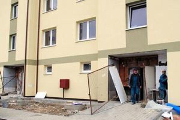 Sídlisko Východ. S omeškaním tu dokončili novú bytovku.